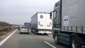 Lastwagen mit Autopilot nehmen Fahrt auf