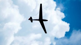 Jogger läuft über Startbahn – Segelflieger stürzt ab
