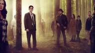 """Dunkelmänner unter sich: Das Personal von """"Wayward Pines"""" gibt Rätsel auf. Ethan Burke (Matt Dillon, Mitte) will es lösen."""