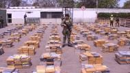 Kolumbianische Polizei beschlagnahmt sechs Tonnen reines Kokain