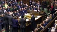 Die Mitglieder des britischen Parlaments stimmen über die Änderungen am Brexit-Gesetz ab.