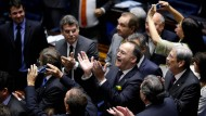 Senat stimmt für Suspendierung Rousseffs