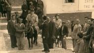 Beliebte Attraktion: Schon Bundeskanzler Konrad Adenauer stieg 1954 auf der Insel Santorin in den Sattel.
