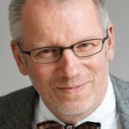"""Daniel Deckers- Portraitaufnahme für das Blaue Buch """"Die Redaktion stellt sich vor"""" der Frankfurter Allgemeinen Zeitung"""