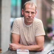 Dirk Pope: Ein Mann, der einen ungewöhnlichen Lebenslauf hat und ebenso ungewöhnliche Geschichten schreibt.