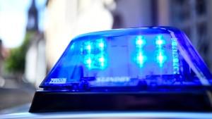 Polizei findet Frauenleiche in Kofferraum