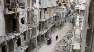 Seit vier Jahren umkämpft: Ein Straßenzug im von Rebellen kontrollierten Teil der Altstadt Aleppos am Donnerstag.