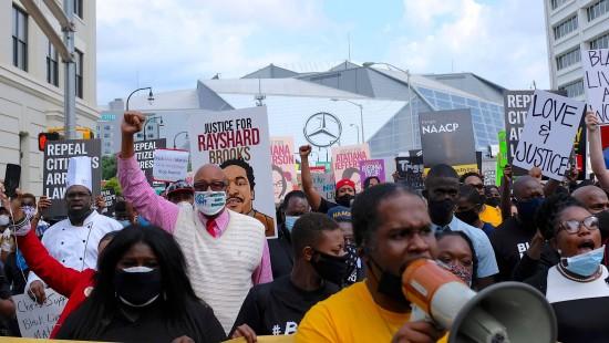 Tod von Rayshard Brooks heizt Anti-Rassismus-Proteste an