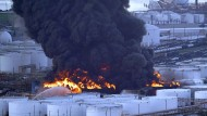 Von dem Brand in einem Chemiewerk in Houston, Texas, steigen dicke Rauchwolken auf.