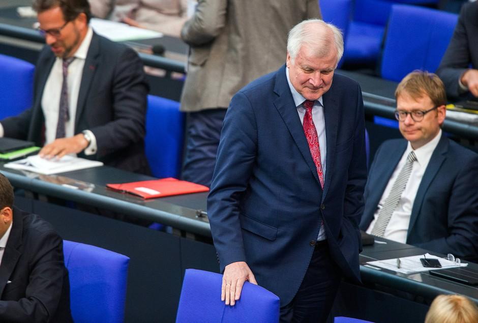 Bild zu: Horst Seehofer bleibt im Asylstreit hart - Bild 1 ...