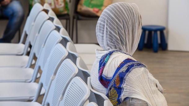 Warum Ausländerämter mit den Abschiebungen nicht nachkommen