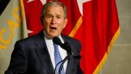 """Der ehemalige Präsident der Vereinigten Staaten, George W. Bush, kritisierte in einer Rede Isolationismus und """"weißen Nationalismus"""" in der Ära Trump."""