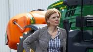 Julia Klöckner, 45, ist Landwirtschaftsministerin. Als Winzertochter kennt sie sich mit schwerem Gerät aus.