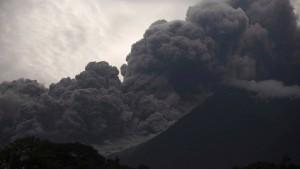 Mindestens 25 Tote nach Ausbruch des Feuervulkans