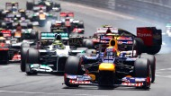 Start eines Formel-1-Rennens: 22 Autos auf engstem Raum - mit Nummern von 1 bis 23
