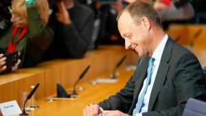 Merz sichert Merkel faire und loyale Zusammenarbeit zu