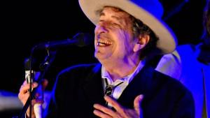 Bob Dylan nimmt Literaturnobelpreis entgegen