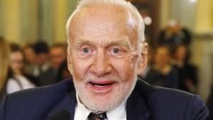 Raumfahrer Buzz Aldrin wird von Südpolexpedition gerettet