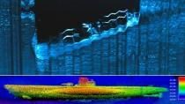 """Oben im Bild das Wrack des Frachters """"Bluefields"""" unten das deutsche U-Boot"""