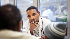 F.A.Z.-Leser helfen - Die Stiftung Leben mit Krebs hat mit Spenden der F.A.Z.-Leser für an Krebs erkrankte Menschen im äthiopischen Addis Abeba ein Haus gebaut. Es soll jetzt erweitert und außerdem ein Bestrahlungsgerät angeschafft werden.