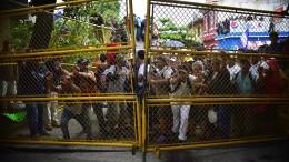 Migranten stürmen Grenze zwischen Guatemala und Mexiko
