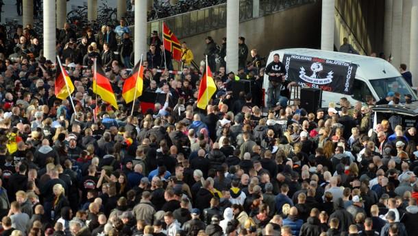 Hooligans wollen auch in Berlin und Hamburg aufmarschieren