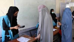 Wähler in Afghanistan trotzen drohenden Anschlägen