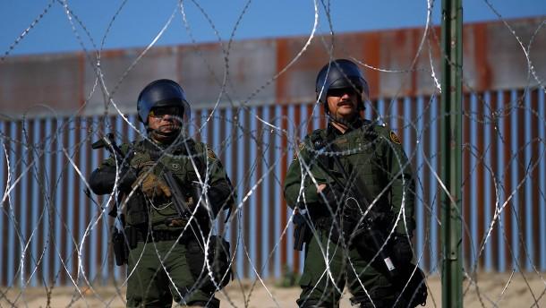 Mexiko will nach Grenzprotesten Hunderte Migranten abschieben