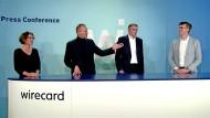 Surrealer Auftritt: Wirecard-Vorstände um Markus Braun (Zweiter von links) während einer letzten Stellungnahme im Juni 2020