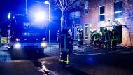 Feuerwehrleute in Recklinghausen sind in der Nacht zum Samstag im Einsatz.