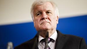 Seehofer Wochen vor Bekanntwerden auf Skandal hingewiesen
