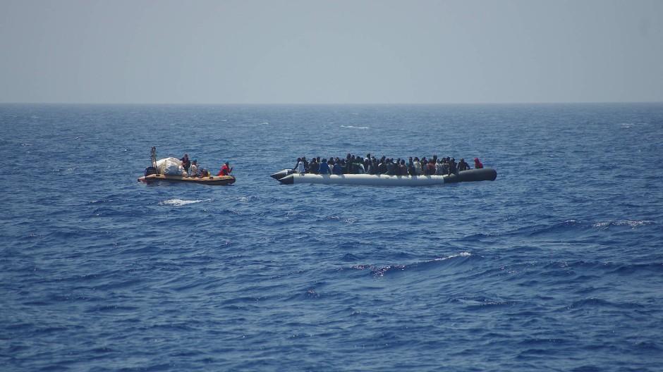 Flüchtlingsboot im Mittelmeer (Archivbild)