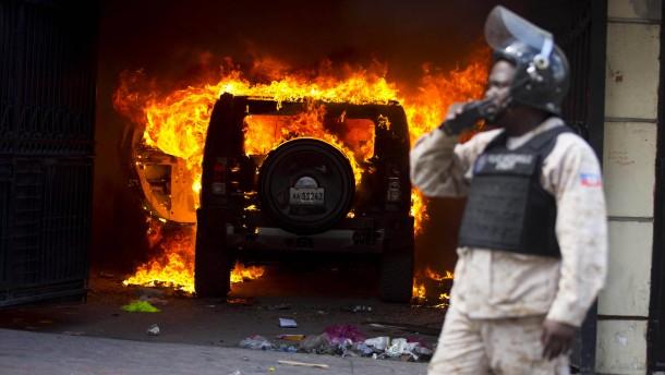 Von brennenden Autos und Straßenschlachten