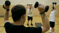Eine Sportgruppe für Menschen mit Behinderungen trainiert zusammen in Mission, Amerika (Archivbild).