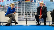 Schweigen sich auch mal an: Kanzlerin Merkel und Amerikas Präsident Trump am Mittwoch in Brüssel.