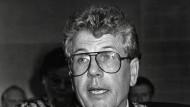 In Amt und Würden: Hauff bei seiner Amtseinführung am 15. Juni 1989