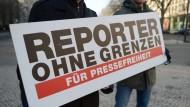 Demonstrieren für die Pressefreiheit.