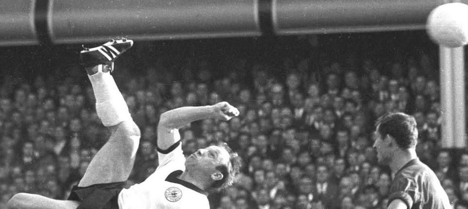 Die Fußballlegende Des Hamburger Sv Uwe Seeler Feiert 80 Geburtstag