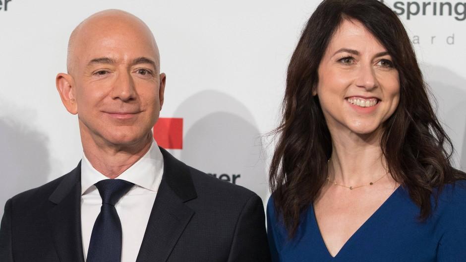 Bild aus gemeinsamen Zeiten: Jeff Bezos und seine noch Ehefrau MacKenzie Mitte April 2018 in Berlin.
