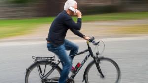 Niederlande wollen Handys auf dem Fahrrad verbieten