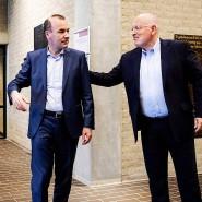 Die beiden Spitzenkandidaten Weber und Timmermans (r.) nach einer TV -Debatte vor der Europawahl Ende Mai.