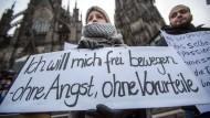 Proteste vor dem Kölner Dom