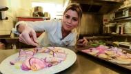 """Lies sich von der asiatischen Küche inspirieren: Die vegane Köchin Claire Vallée kann sich über einen Michelin-Stern für ihr Lokal """"ONA"""" freuen."""