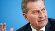 Auf ihn kann Merkel sich verlassen: Der deutsche EU-Haushaltskommissar Günther Oettinger.