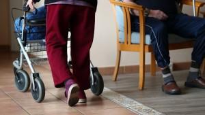 Pflege-Eigenanteile steigen im Osten besonders stark