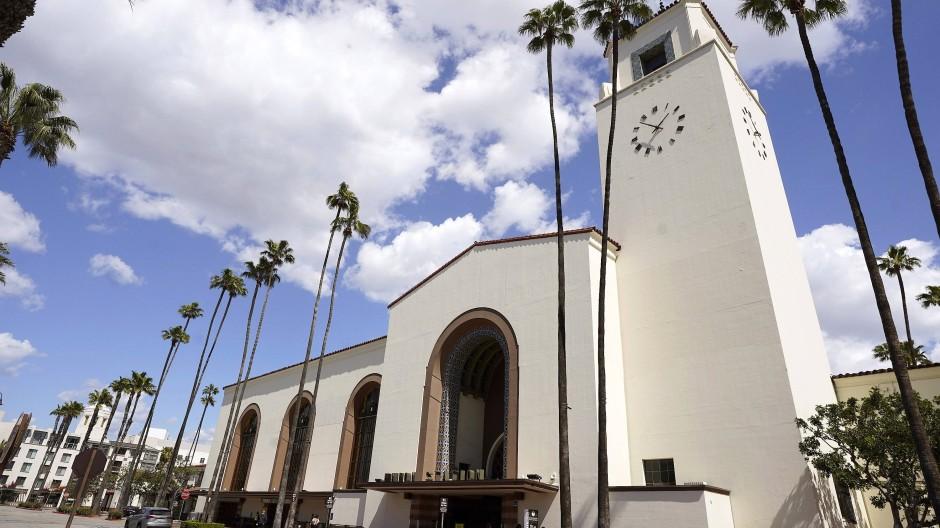 In Los Angeles ist neben dem traditionellen Dolby Theatre in Hollywood erstmals das Bahnhofsgebäude Los Angeles Union Station als Bühne der Oscars geplant.