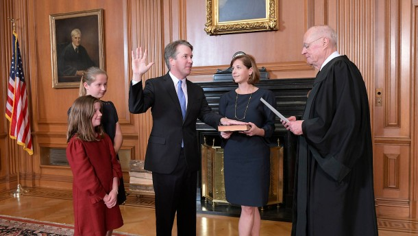 Brett Kavanaugh als Richter am Supreme Court vereidigt