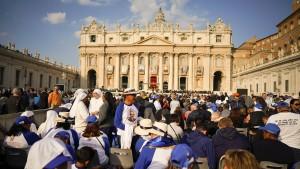 Bischof Romero und deutsche Nonne heiliggesprochen