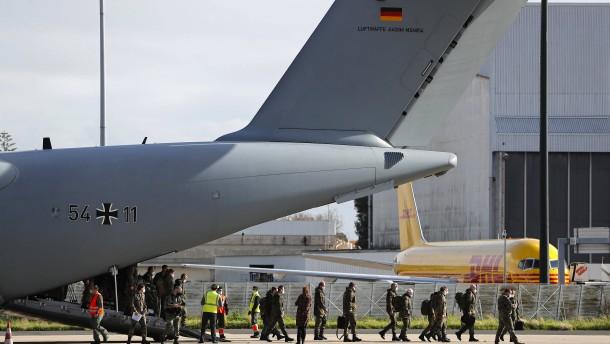 Hilfsteam der Bundeswehr in Portugal gelandet