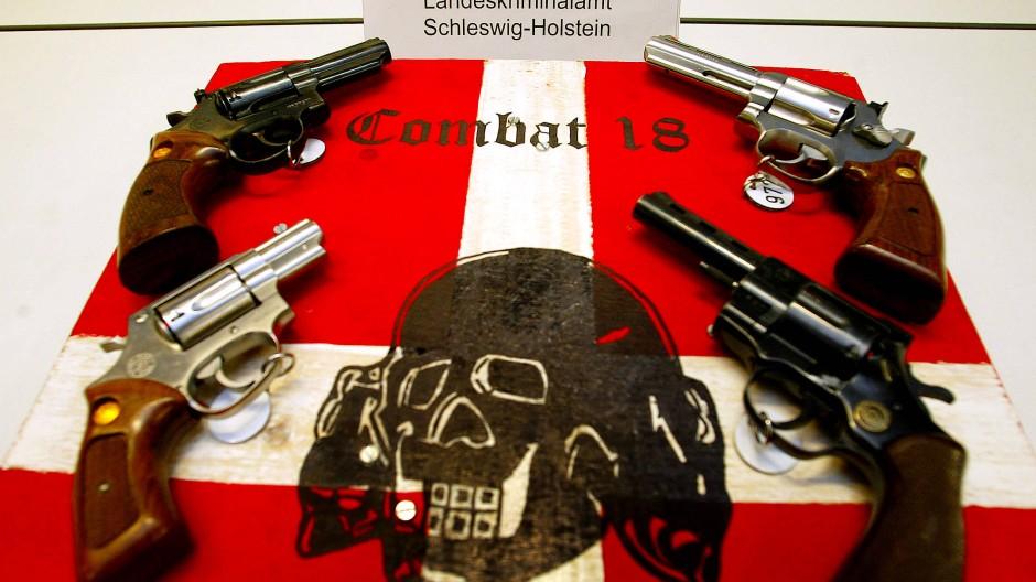 """""""Combat 18"""" gilt als der bewaffnete Arm des Neonazi-Netzswerks """"Blood and Honour""""."""